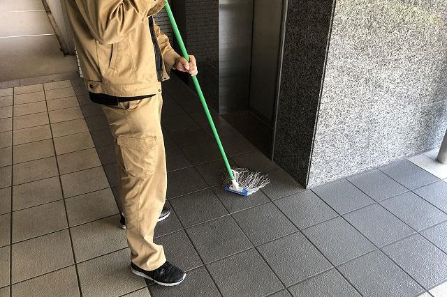 エントランス、マンションの入り口の床清掃画像